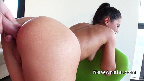 Beautifil girlfriend trying anal fuck