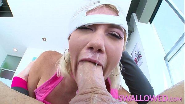 סרטון פורנו SWALLOWED Blue eyed Zelda Morrison loves to suck cock