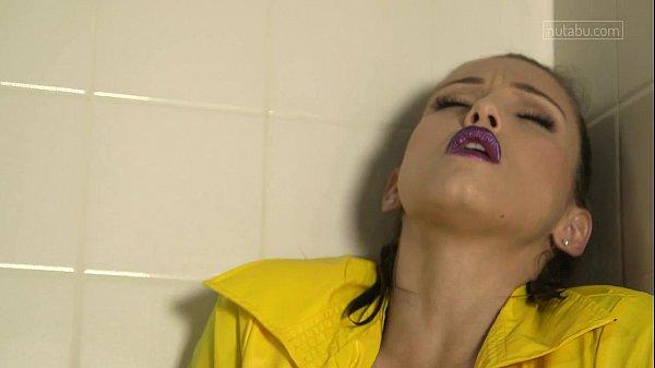 Celeste Star bathtub climax Thumb