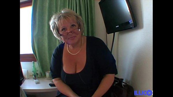 Carole une bonne mature en manque de queue