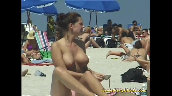 Sweet party chicks naked tits Thumb
