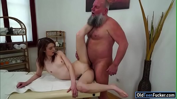 Czech Tera Link fingered by old masseur and suc...
