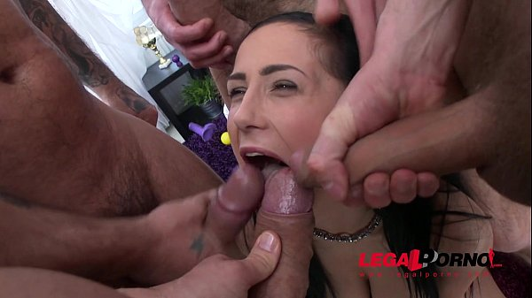 Skinny Bitch Nicole Love Got Double Ass And Pussy Penetrated By 4 Guys