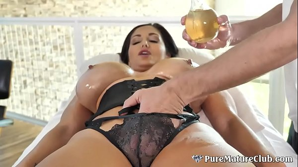 Huge Boobs Cougar Milf Ava Addams Oiled Up Massage Fuck Thumb