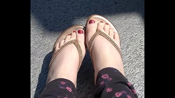 Raven Quick Feet Peek