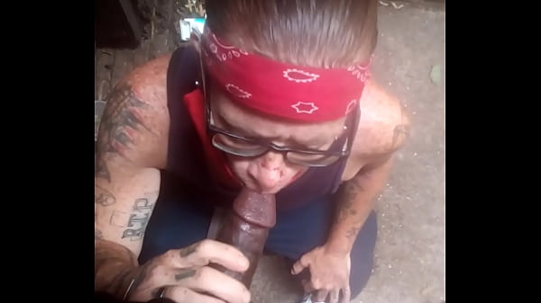 Quick blowjob from a white dyke
