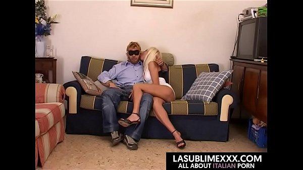 Coppia fa sesso per la prima volta in camera! ANALE!