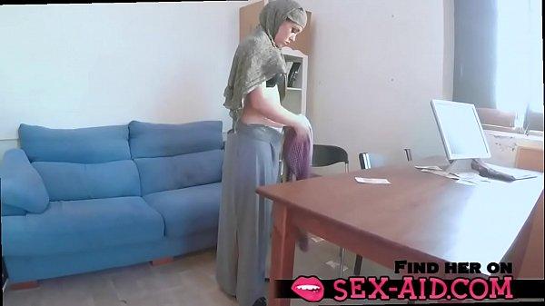 Muslim girl gets dood sex on the sofa - sex-aid.com