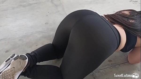 real latina / arab with huge ass trains with her plug in her anus Thumb