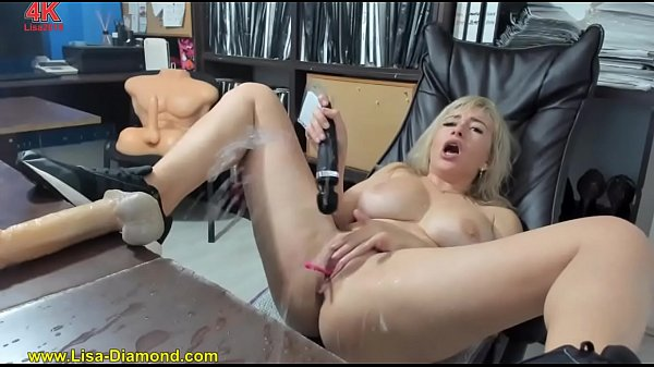 Webcam Whore Lisa2018 squirts in the office