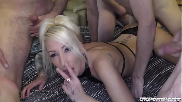 Stunning blonde Jade gets fucked with her friend Bethany