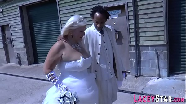 Sixtynining granny bride rides and jerks Thumb