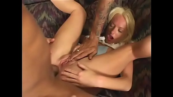 Lusty french vixen gets double penetrated and jizzed Thumb