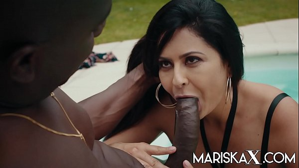 MARISKAX Mariska gets fucked by black cock outside Thumb