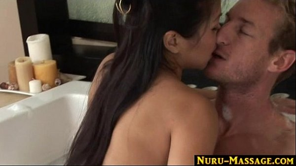 Asian babe fucking in the Jacuzzi