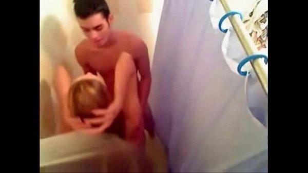 Comendo a camila no chuveiro