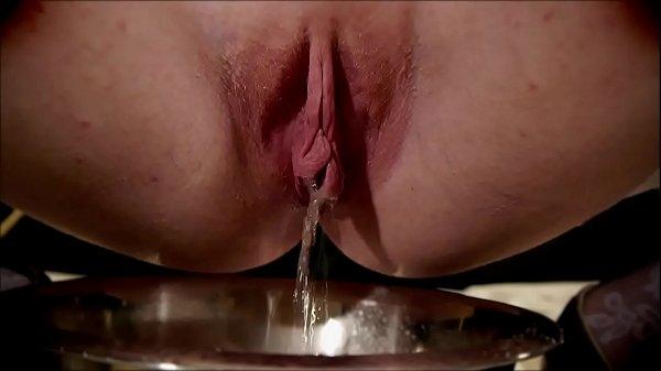 missredpussy pissing slut d. pee french amateur