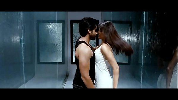 Kajal Aggarwal Boob show-boobs shake slow motio...