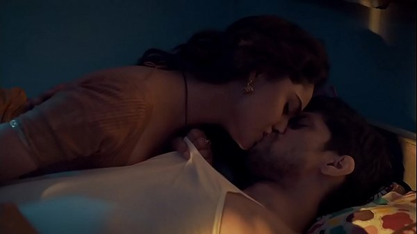 Babita tells her life story to Satti and ends up passionate and kissing in Webseries Aashram