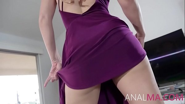 Mom Twerks And Gets Her Asshole Fucked- Cherie Deville