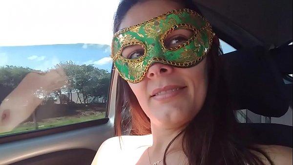 Casada Raquel Exibida gostosa se masturbando na estrada