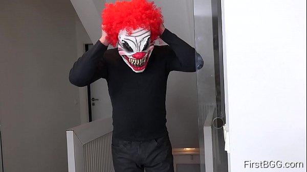 FirstBGG.com -  Daisy & Luna Corazon -  Evil clown attacks two girlfriends