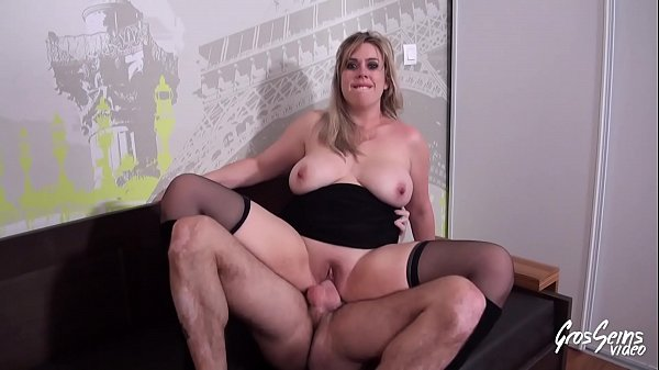 The superb boobs of Anaïs, a slut who is not cold in the eyes - Big Boobs Video