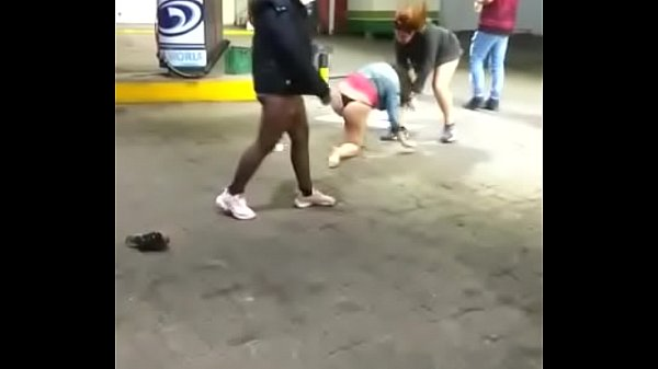 Argentinas fighting in service station Thumb