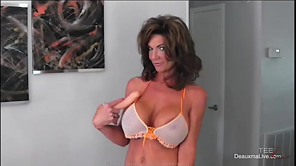 Deauxma uses her dildo until she has a squirting climax. Thumb