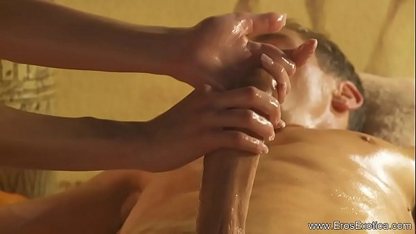 Tuerische Massager  Blonde MILF Beauty Thumb