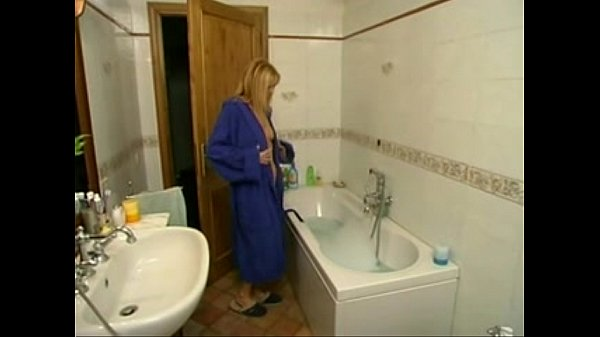 Gorgeous italian blonde mature gets in the bathroom Thumb