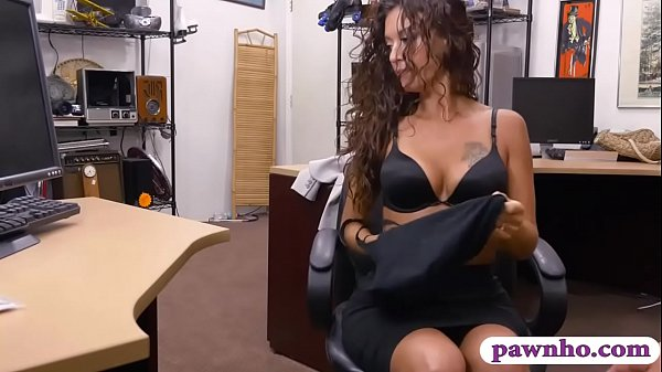 Sexy woman gets drilled at the pawnshop