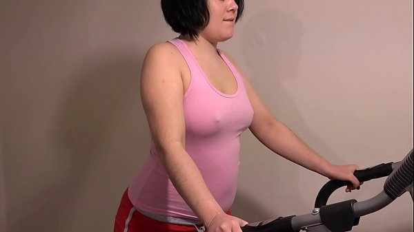 With an anal stopper on the treadmill, I combine fitness and orgasm and train juicy ass.