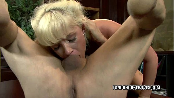 Blonde housewife Heidi Mayne gets nailed by a stranger