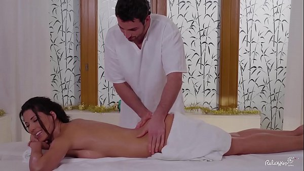 RELAXXXED - Nude massage turns to sensual Christmas sex with Spanish Alexa Tomas