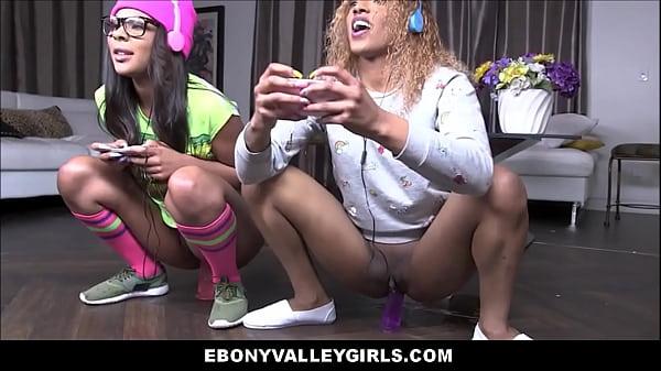Black Teens Sizi Sev & Zoey Reyes Fuck White Gu...