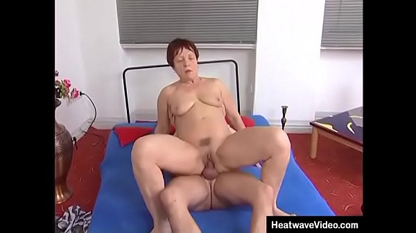 Yoga turns to sex for this mature couple Thumb