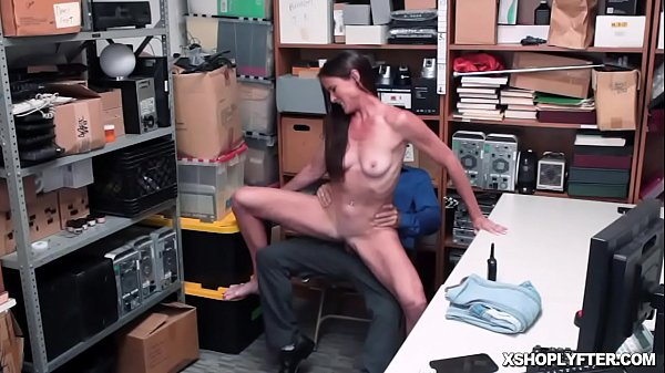 Sexy milf gets fucked like a spreadeagle as she spread her legs! Thumb