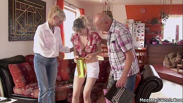 Family threesome fuck