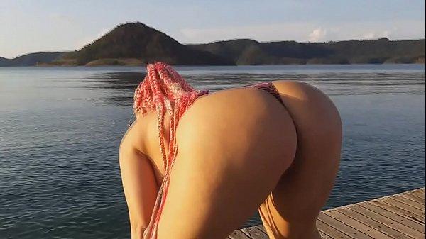 Débora Fantine dançando Surtada na Ilha