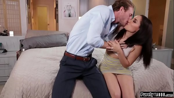 Brunette shows hubby new squirting trick