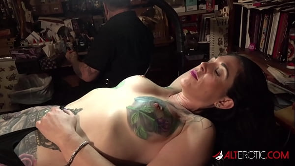 Marie Bossette gets a painful tattoo on her leg