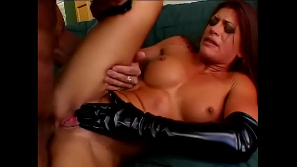 Huge facial cum blast after a hard anal fucking session for this gorgeous milf Thumb