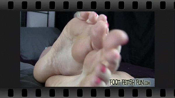 Worship my feet and pamper my pink little toes