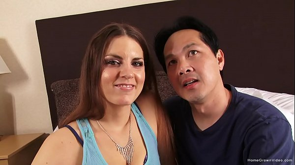 Real amateur couple showing off in their first video Thumb
