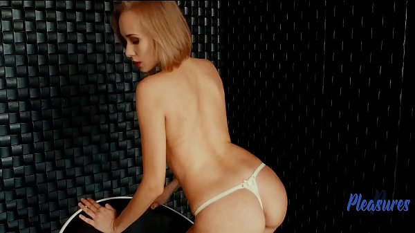 Anji, the unparalleled beauty of a blonde ...