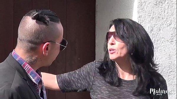 Nina maman nymphomane baisée par un jeune