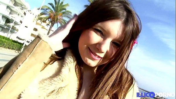 Angela Kiss teen sexy veut donner son cul