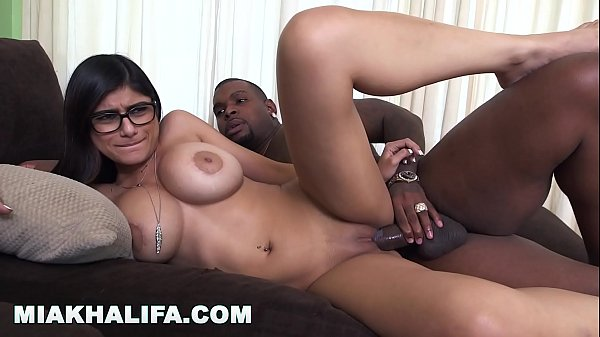 MIA KHALIFA - I Was A Little Bit Scared Of My F...