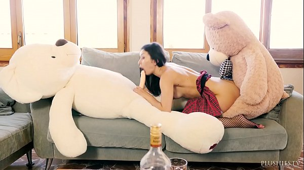 Valentina Bianco first time 3some with teddy bears